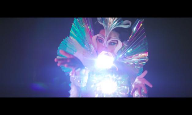 "Ny video: Björk – ""The Gate"""